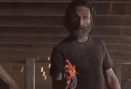 The-Walking-Dead-saison-5-Rick-questionne-Aaron-sur-un-extrait-inedit-de-l-episode-11_reference