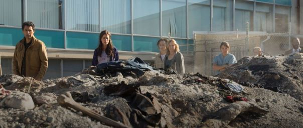 Fear-The-Walking-Dead-106-burnt-bodies