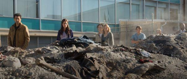 Fear-The-Walking-Dead-106-burnt-bodies