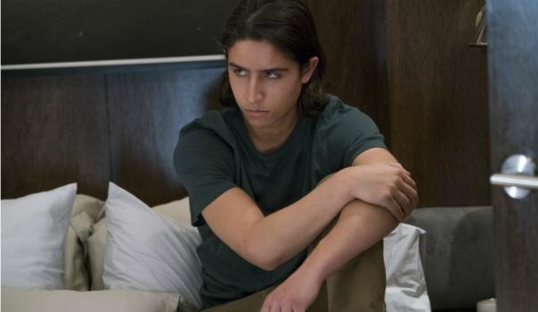 Lorenzo-James-Henrie-stars-as-Chris-Manawa-in-AMCs-Fear-The-Walking-Dead-Season-2